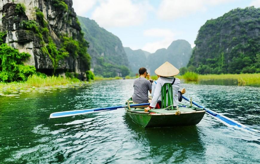 Sampan boat ride in Tam Coc