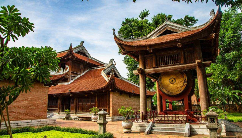 Guide to the Temple of Literature in Hanoi