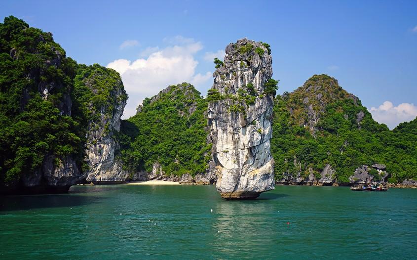 Lan Ha Bay - top-rated attractions in Vietnam