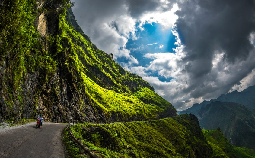 Ma Pi Leng Pass - best riding routes in Vietnam