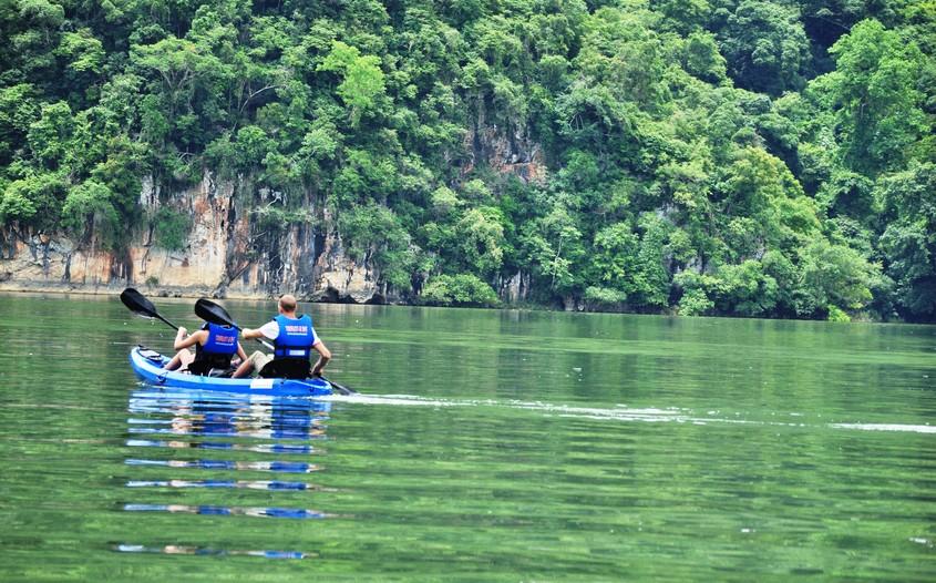 kayaking in ba be lake