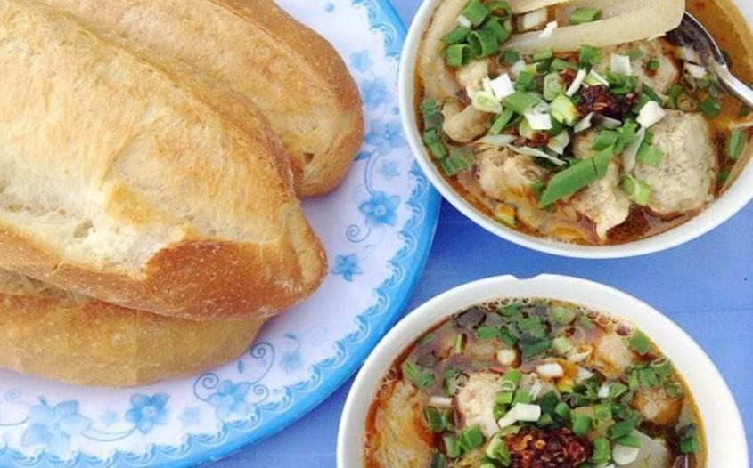 Vietnamese Meatball Soup with Hot Banh Mi - Bánh Mì Xíu Mại