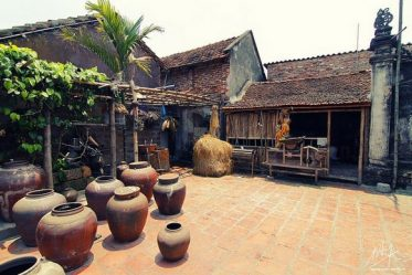 Duong Lam ancient village 1 day tour